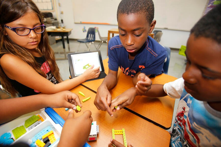 FIRST LEGO League Explore Class Pack students